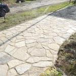 Confection d'une grande terrasse en pierres naturelles (Crédit L. Baron)
