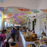Paseo de los Dulces en los soportales del Palacio Municipal
