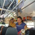 Vendedores en el autobús de San Pedro a Copán