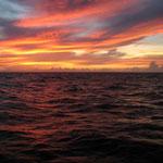 Un bonito atardecer en el mar