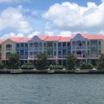 Algunos edificios dentro del Lagoon