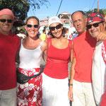 Todos de rojo y blanco para acompañar la comparsa