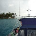 Llegaditos a Chichimé, el generador va funcionando en la popa del barco