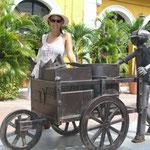 Estatuas típicas que representan a los disitintos vendedores ambulantes