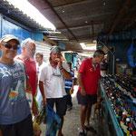 Jose, Joakin, Ángel e Iñaki en el mercado de Puerto la Cruz