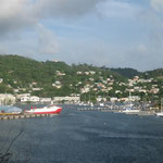 Grenada Yacht a la izquierda y Port Sant Louis a la derecha