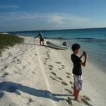 Sarqui. Rubén fotografiando el mar