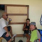 Tomando una cervecita en una terracita en la playa