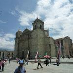 Catedral, construida en 1733 en el mismo empelazamiento donde los terremotos de los dos siglos anteriores destruyeron los anteriores templos.
