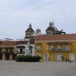 Plaza de la Aduana con el monumento a Colón