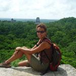 Tikal, situado en un enclave magnífico desde la Pirámide IV