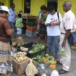 Comprando verduras frescas