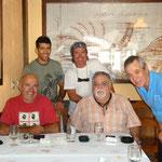 Óscar. Ángel, Jose, Toni y el dueño del restaurante