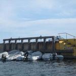 El dinghy dock, un tanto incómodo, hay que trepar para subir y bajar