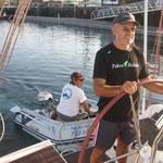 Sacando al Bahía con la yuda del dinghy