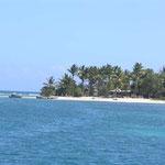 La isleta está rodeada de arrecifes