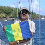 Izando la bandera de St. Vincent