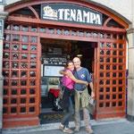 En la puerta del clásico Tenampa, en la Plaza Garibaldi