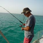 Jose pescando desde el barco