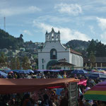 Iglesia y plaza de San Juan de Chamuaa