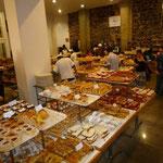 Patelería La Ideal, inmensa con ricos y variados pastelitos