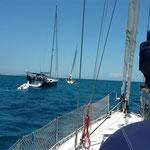 Los tres barcos saliendo para Sarqui