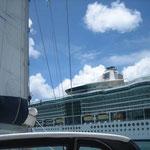 El Cap's muy cerca del barco de crucero, en Castries