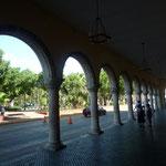 Soportales del PalacioMunicipal con la Plaza enfrente