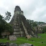 Pirámide I, de 45 m. de altura