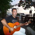 Celer tocando la guitarra