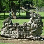 Uno de los once altares del Patio del Sol