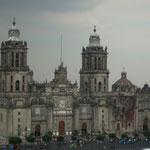 Catedral Metropolitana,  la más grande de Latinoamérica; en 1524 Hernán Cortés colocó la primera piedra