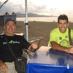 Jose y Óscar en un chiringuito de Las Palmas