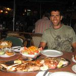 Cenando pescado fresco del lugar en Fuerteventura