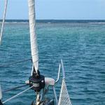 La proa apuntando a los arrecifes