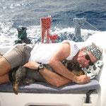 El patrón del Bahía y su mejor tripulante, Rufino