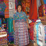 María, una mujer muy simpática que vende artesanías