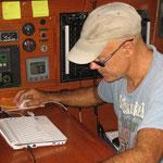 El capitán estudiando la navegación