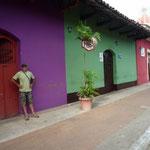 Las fachadas, todas pintadas de colores