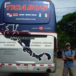 Con el Tica Bus, parada en la frontera
