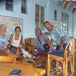 Tomando algo en el  Grenada Yacht Club