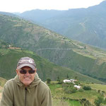 Paisaje en la ruta a Los Nevados, atrás, el pueblito El Morro