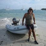 Desembarcamos con el dinghy en Baradel