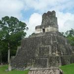 Pirámide II, de 38 m. de altura