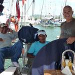 Jose con el Morocho y Luis, los chicos del varadero
