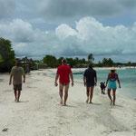 Crasqui. Caminando por la playa