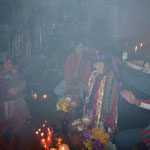 """El Maximón en Santiago Atitlán; el humo apenas dejaba ver al """"santo"""""""