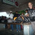 Ya en Costa Rica, esperando a los controles de las maletas