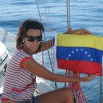 Izando el pabellón de la República Bolivariana de Venezuela
