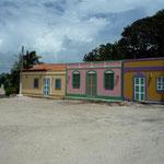 La plaza principal del Gran Roque con pintorescas fachadas